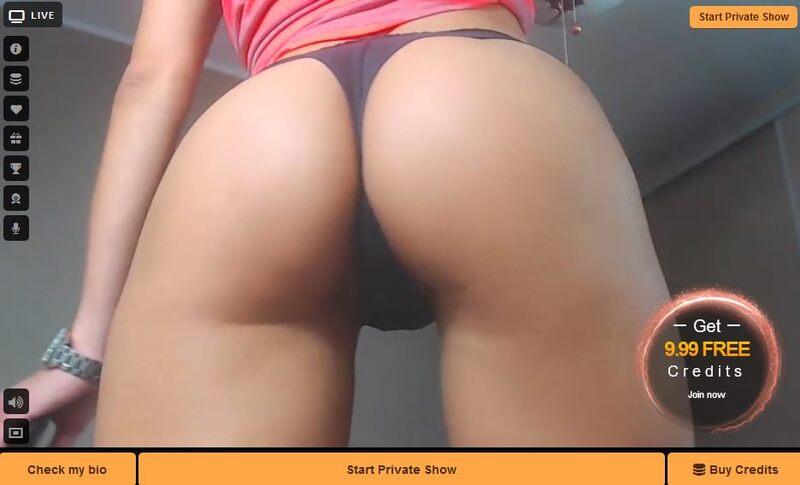 Bubble butt blonde babe shaking ass