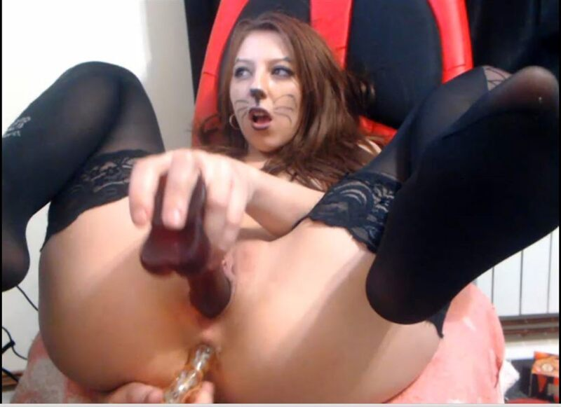 Free Sex Show - Shaved Cam Girl Fucking Herself in Both Holes