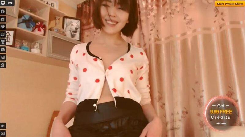 A cute oriental babe flashes a smile on LiveJasmin.com