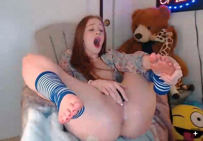 Toying a Sexy Bongacams Babe