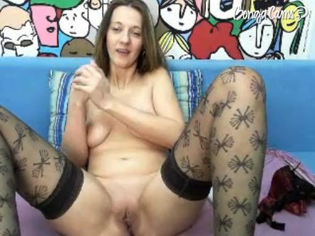 Mature Cam Girl Getting Ready