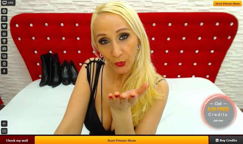 A sexy mature blonde blows a kiss on LiveJasmin.com